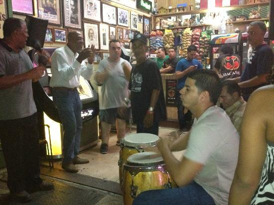 Santurce: Locals playing in one of the bars