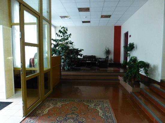 Tsentralnaya : Lobby area - inside front door.