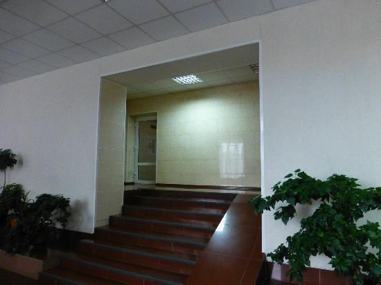 Tsentralnaya : Lobby area - elevator entrance.