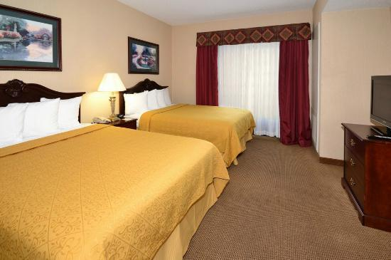 Quality Inn & Suites : Two Queen Suite
