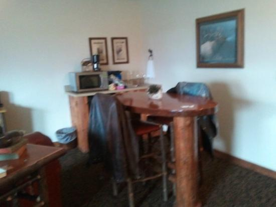 Stoney Creek Hotel & Conference Center - Wausau: Fireplace Suite - kitchenette area with fridge, microwave, sink and pub height table & chairs