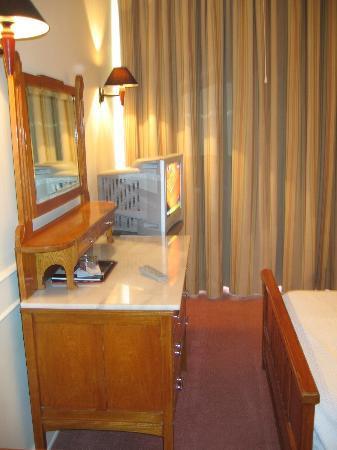Hotel Metropole: Tiny room