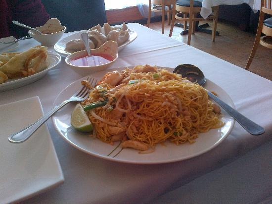 Blue Orchid: pad thai was a mound of noodles