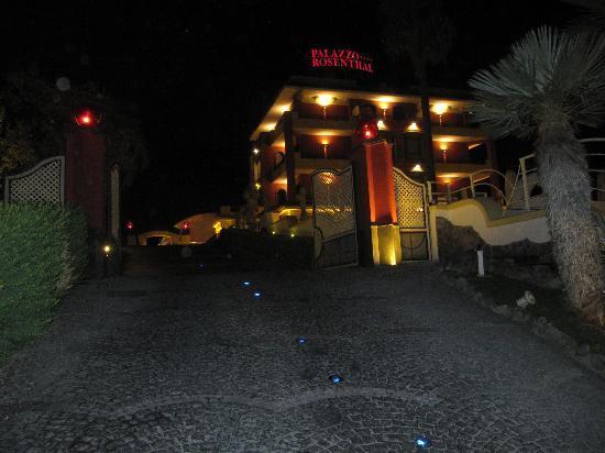 Palazzo Rosenthal: Vista nocturna del hotel