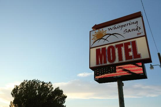 Whispering Sands Motel: Sign
