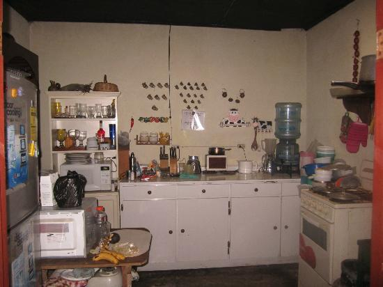 Hotel Los Encuentros: Communal kitchen