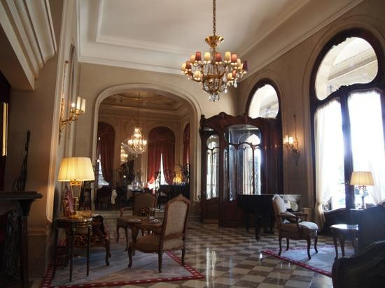 Regina Hotel: ホテルのフロント、本当に素敵でした。映画でも使われた場所です
