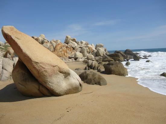 View on the rocks picture of meson casa de piedra playa - Casas de piedra natural ...