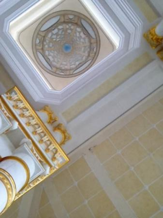 The Empire Hotel & Country Club : view of lobby ceiling