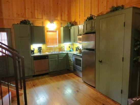 The Cabins at Green Mountain: Kitchen