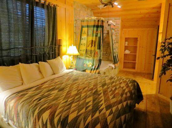The Cabins at Green Mountain: Upstairs master