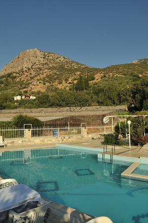 Priene Garden Pension: View from the pool looking up at the hillside for the hike.