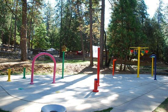 Gold Country Campground and Resort: A huge water feature spray park for the kids.