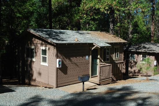 Gold Country Campground and Resort: Cabin #2