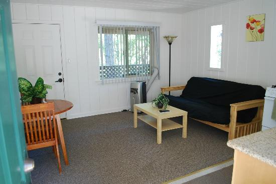 Gold Country Campground and Resort: Cabin #2 living rm/kitchenette