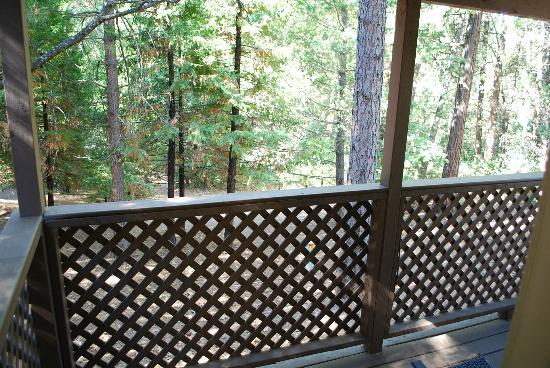 Gold Country Campground and Resort: Balcony of Cabin #2