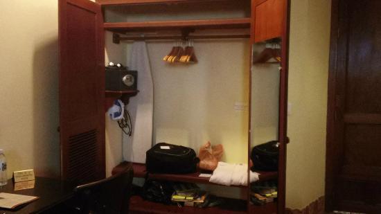 Hotel Plaza Colon: Closet