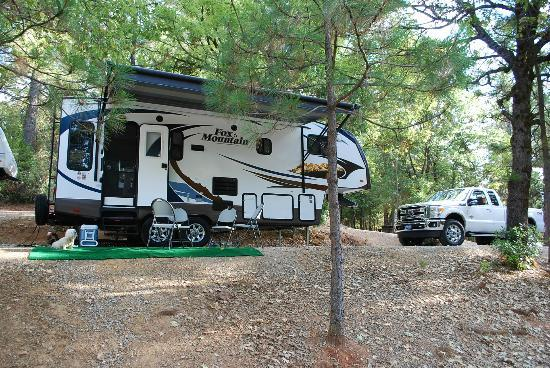 ‪‪Gold Country Campground and Resort‬: Deluxe RV site #77