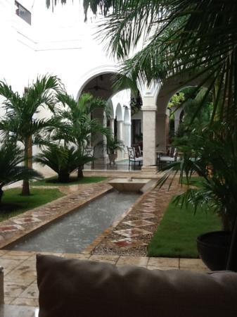 Casa Lecanda Boutique Hotel: Affascinante anche sotto l'acquazzone estivo