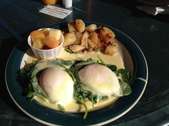 Danforth Deli and Grill: florentine eggs benny
