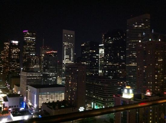 Hilton Americas - Houston: view of dtn from rooftop deck