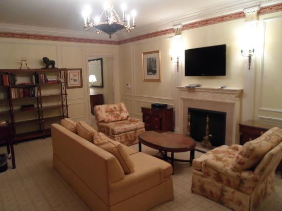 The Sherry-Netherland Hotel : Our Sitting Room in our Suite
