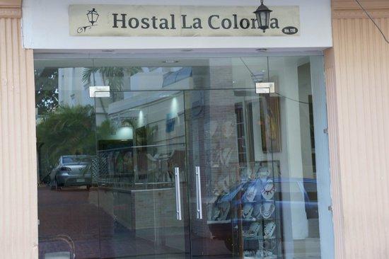 Hostal La Colonia: Main entrance