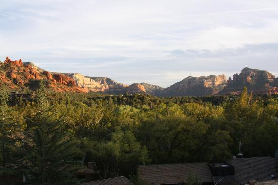 L'Auberge de Sedona: Evening view from our vista suite