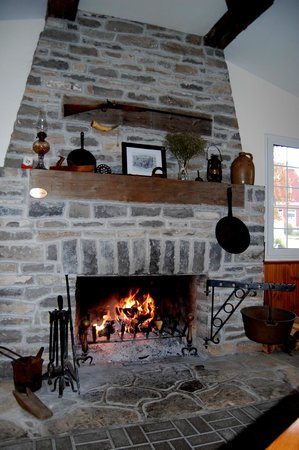 Inn-Lake on the Mountain Restaurant : The huge fireplace