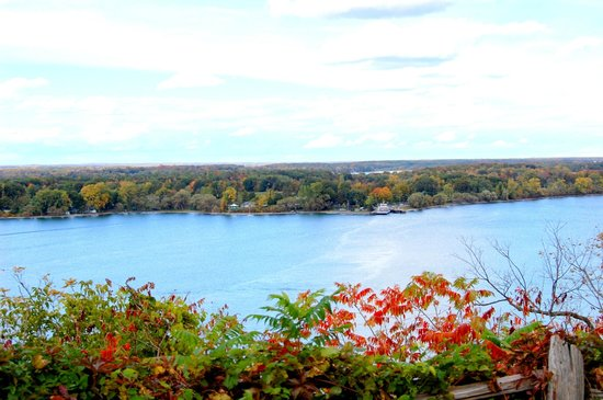 Inn-Lake on the Mountain Restaurant : View from above the Bay of Quinte