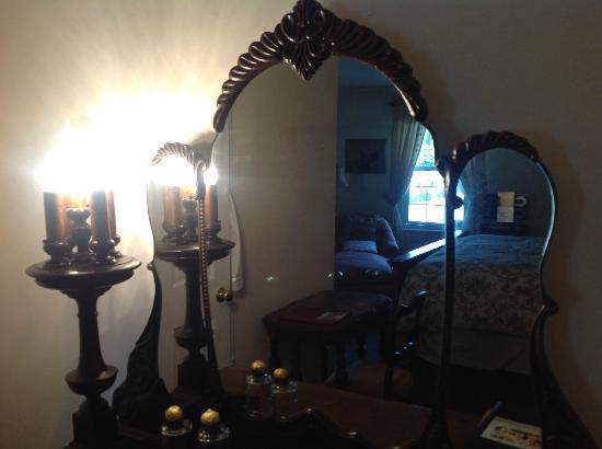 ذا رد هوك كنتري إن: Afterglow Room 6 Whirlpool Tub & Gel Fireplace taken Sept 2012