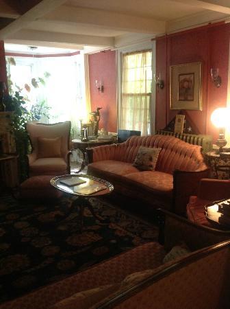 ذا رد هوك كنتري إن: Living Room taken Sept 2012