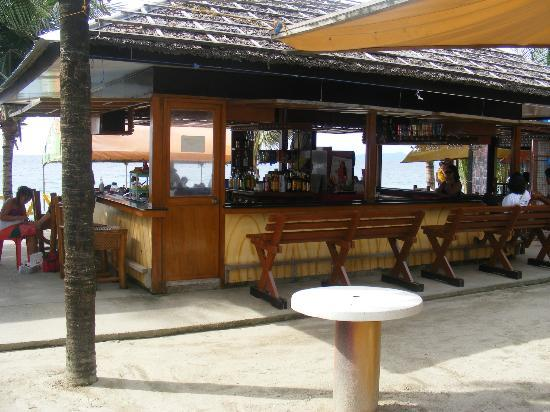 VM Beach Resort: One of the bars west of VM