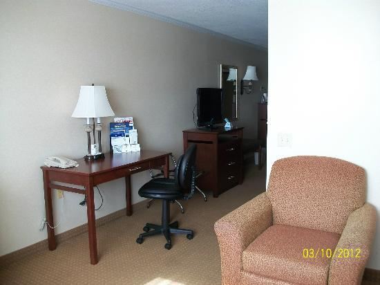 Best Western Plus Landmark Inn: Comfortable chair