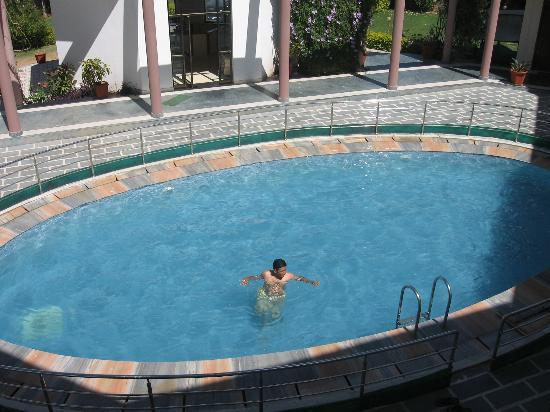 Hotel Sanctuary Resort: A View of swimming pool in Resort