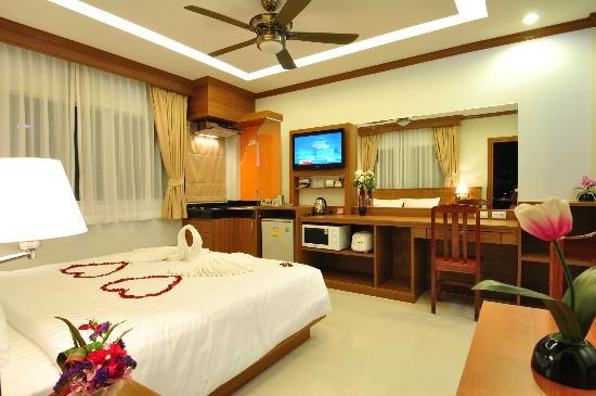 Green Harbor Hotel & Service Apartments: Deluxe Room