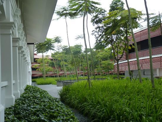 Capella Singapore: colonial architecture matching with modern architecture