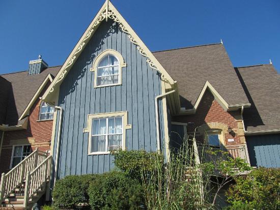 Blue Mountain Chalets : Snowbridge Homes
