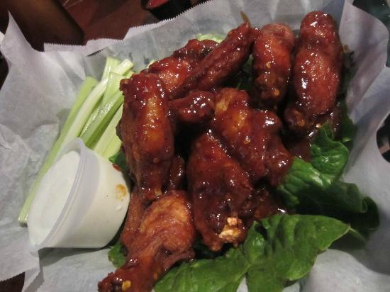 Wells Brothers Bar and Grill : chicken wings