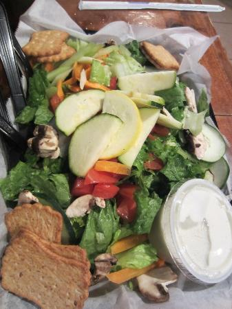 Wells Brothers Bar and Grill : huge salad