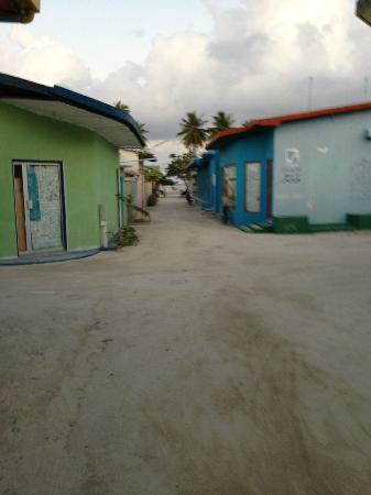 ‪‪Stingray Beach Inn‬: Local housing at the Maafushi island