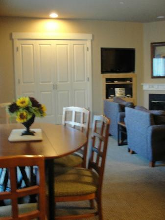 WorldMark Windsor: Dining room, murphy bed in the background