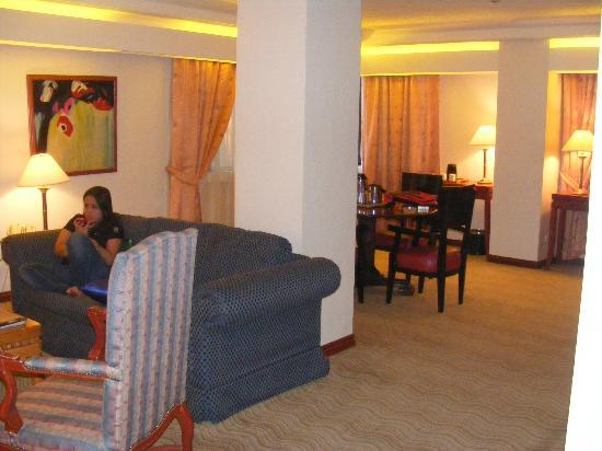 Bayview Park Hotel Manila: Lounge and Dining area