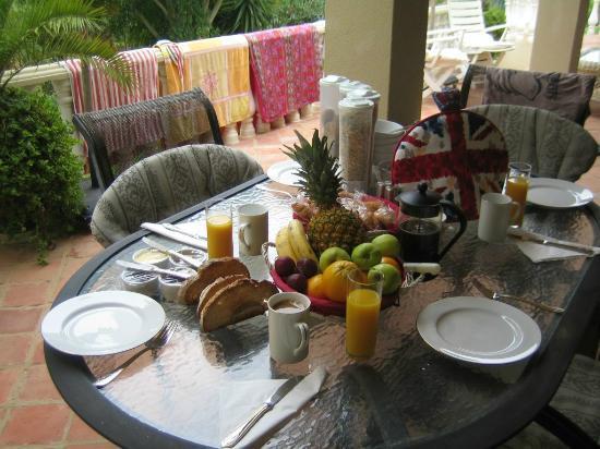 Sao Lourenco Bed and Breakfast: Kingsize breakfast