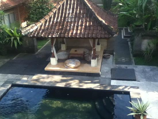 Lokasari Bungalows Spa & Gallery: Pool from the balcony over the pool to the Bale