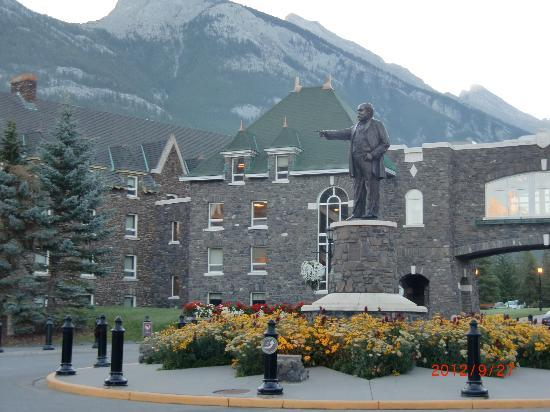 Fairmont Banff Springs: 出発前のホテル
