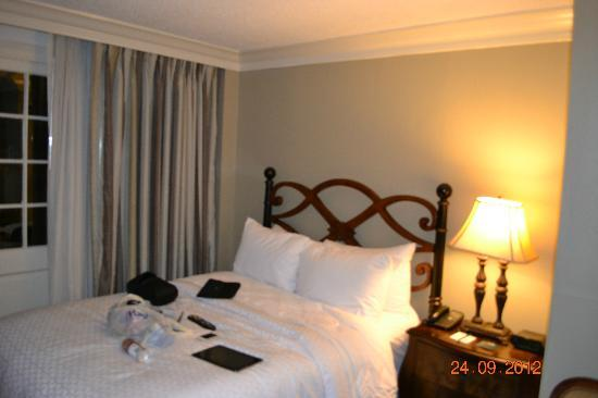 Four Points By Sheraton French Quarter: Bed