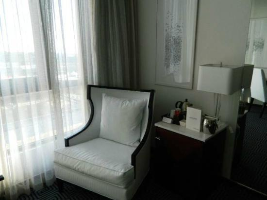 DaVinci Hotel and Suites: Room