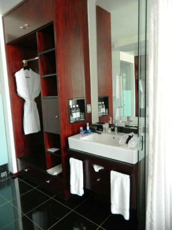 DaVinci Hotel and Suites: Bathroom