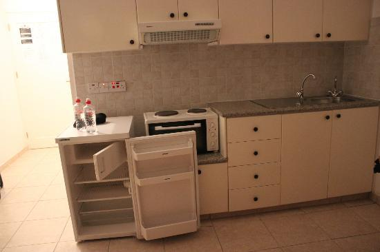 Pagona Hotel Apartments: kitchenette